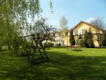 Ogród przed gospodarstwem agroturystycznym